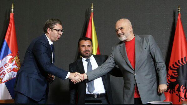 Президент Сербии Александр Вучич, премьер-министр Албании Эди Рама и премьер-министр Северной Македонии Зоран Заев во время встречи
