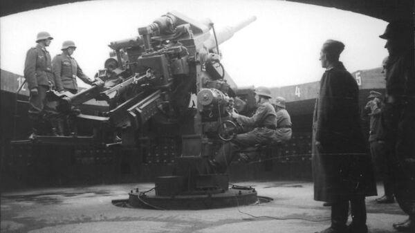 12,8 см орудие на боевой позиции