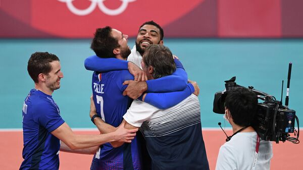 France's Earvin Ngapeth (Rear R), France's head coach Laurent Tillie (Front C-R), France's Kevin Tillie (2ndL) and France's Benjamin Toniutti celebrate their victory in the men's gold medal volleyball match between France and Russia during the Tokyo 2020 Olympic Games at Ariake Arena in Tokyo on August 7, 2021. (Photo by JUNG Yeon-je / AFP)