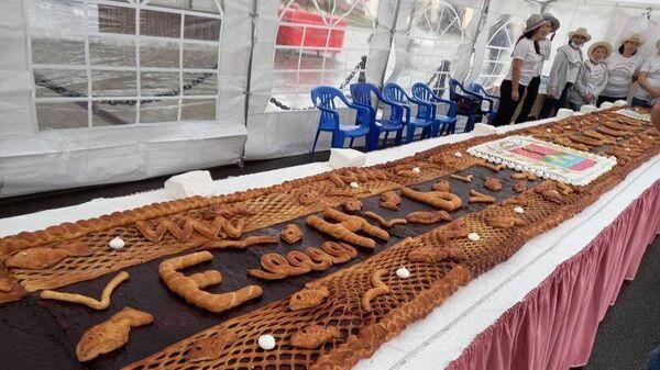 Черничный пирог длиной 950 см испекли в честь 950-летия Рыбинска