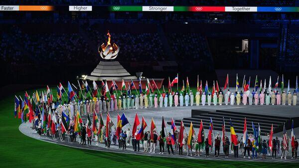Парад атлетов на торжественной церемонии закрытия XXXII летних Олимпийских игр в Токио