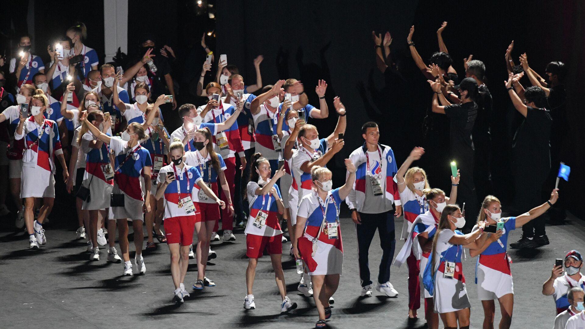 Российские спортсмены, члены сборной России (команда ОКР) во время парада атлетов на торжественной церемонии закрытия XXXII летних Олимпийских игр в Токио на Национальном олимпийском стадионе - РИА Новости, 1920, 27.08.2021