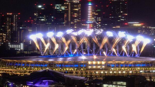 Салют во время торжественной церемонии закрытия XXXII летних Олимпийских игр в Токио
