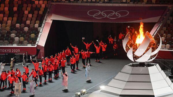 Спортсмены сборной Японии во время парада атлетов на торжественной церемонии закрытия XXXII летних Олимпийских игр