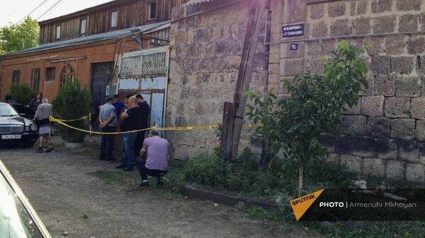 Двор в Гюмри, где в результате взрыва погибла молодая пара