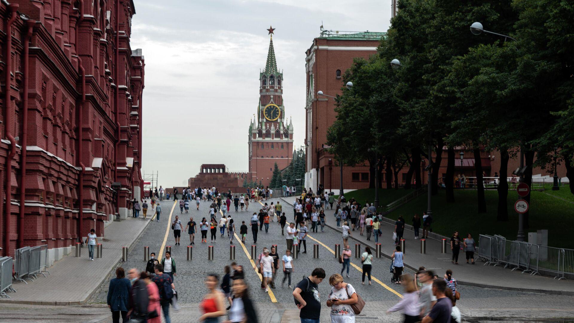 Прохожие на Кремлёвском проезде у Красной площади в Москве - РИА Новости, 1920, 02.10.2021