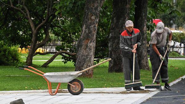 Работы по благоустройству в парке