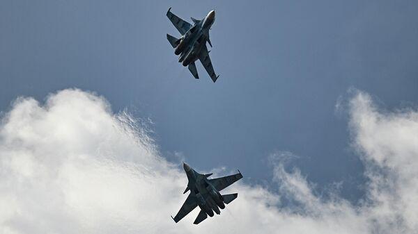 Истребители Су-30СМ участвуют в летной программе