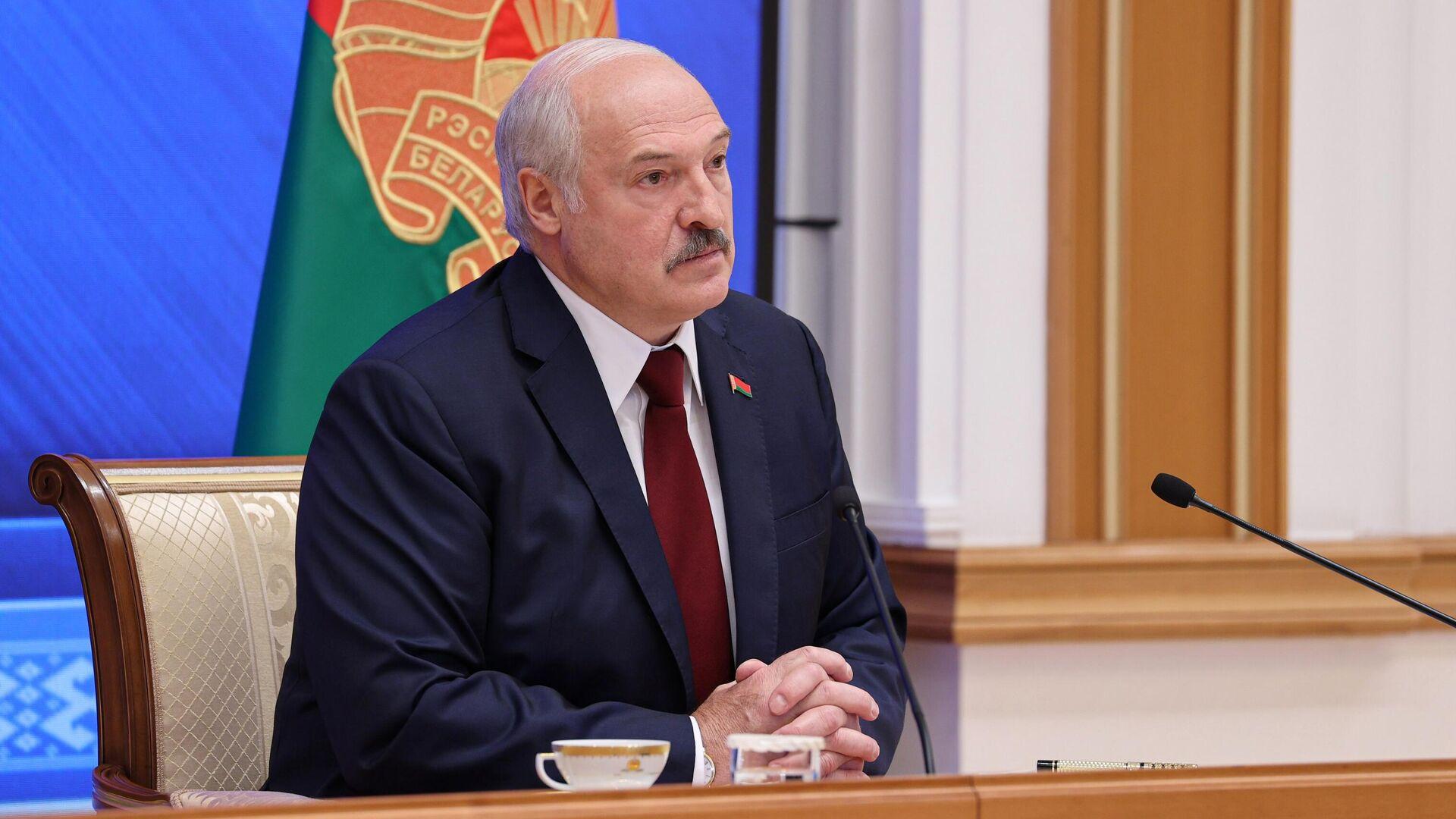 Президент Белоруссии Александр Лукашенко во время встречи с журналистами, представителями общественности, экспертного и медийного сообщества - РИА Новости, 1920, 28.09.2021