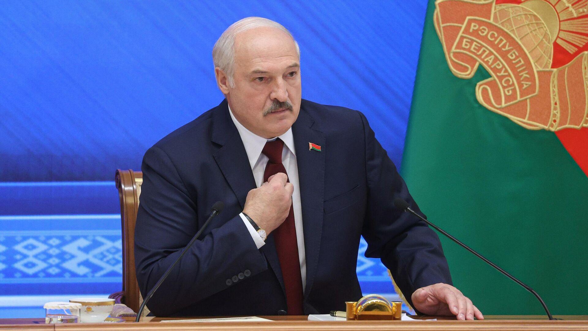 Президент Белоруссии Александр Лукашенко во время встречи с журналистами, представителями общественности, экспертного и медийного сообщества - РИА Новости, 1920, 27.09.2021