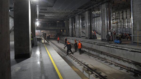 Рабочие Мосметростроя на строительстве станции метро Кунцевская западного участка Большой кольцевой линии (БКЛ)