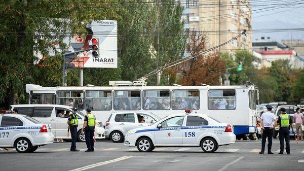 В Бишкеке милиция оцепила здание ЦУМа из-за возможного минирования