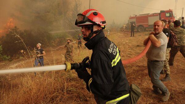Тушение пожара на острове Эвия, Греция