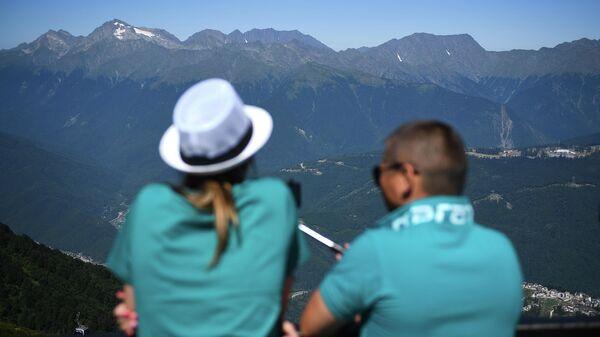 Туристы на обзорной площадке на вершине Роза Пик