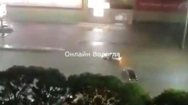Скриншот видео непогоды в Вологде