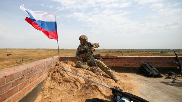 Российский военнослужащий во время международных российско-индийских учений Индра-2021