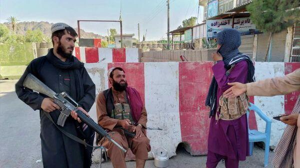 Боевики Талибана* в городе Фарах