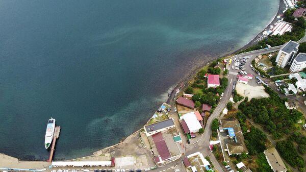 Вид на нефтяной разлив возле Анапского дельфинария в районе заповедника Большой Утриш
