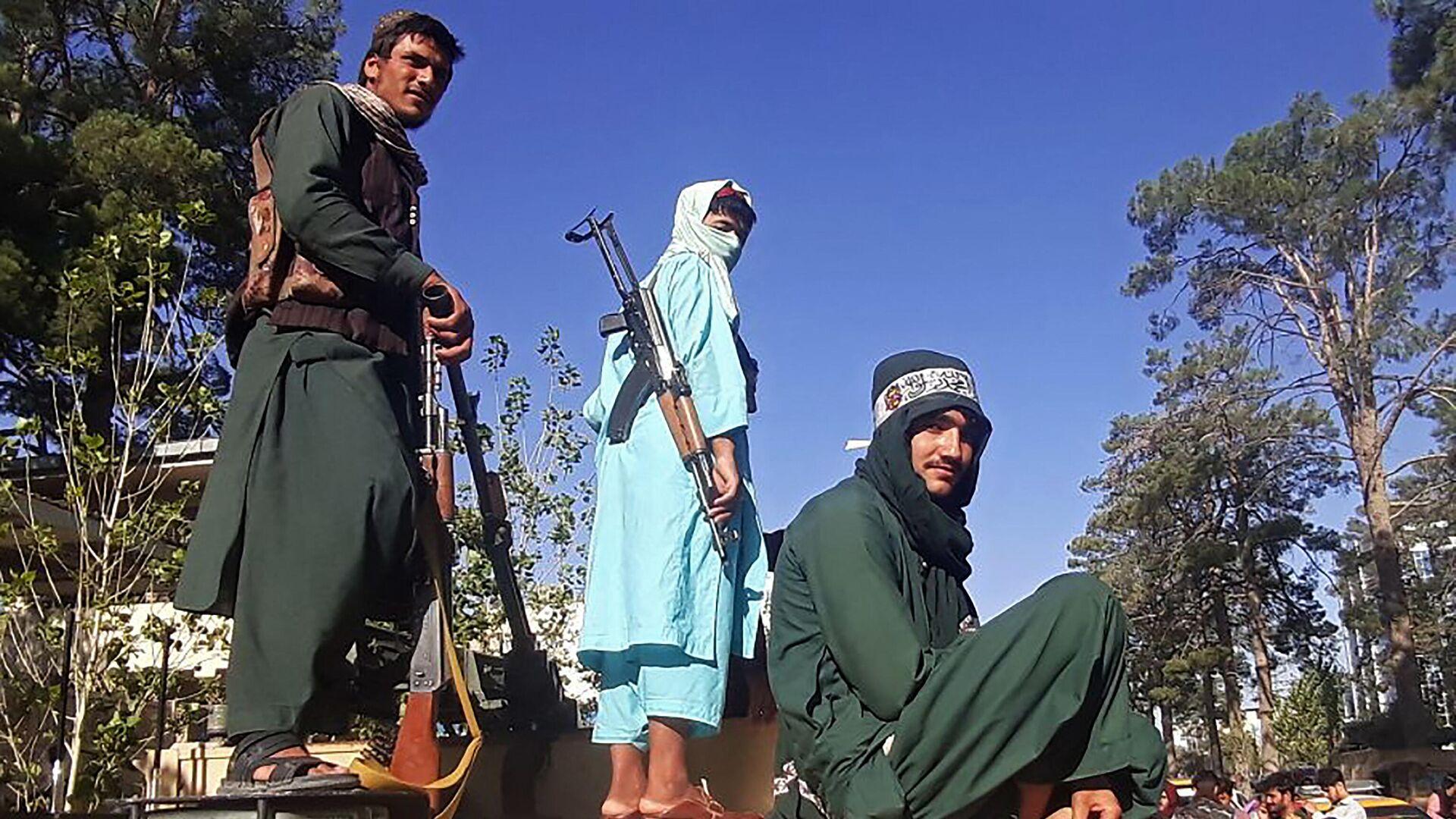 Боевики Талибана* на улицах Герата - РИА Новости, 1920, 13.08.2021