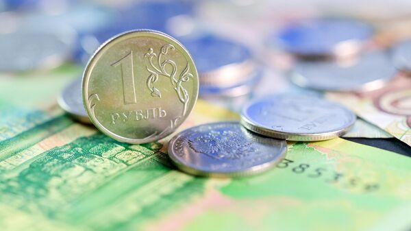 Рублевые монеты и купюры