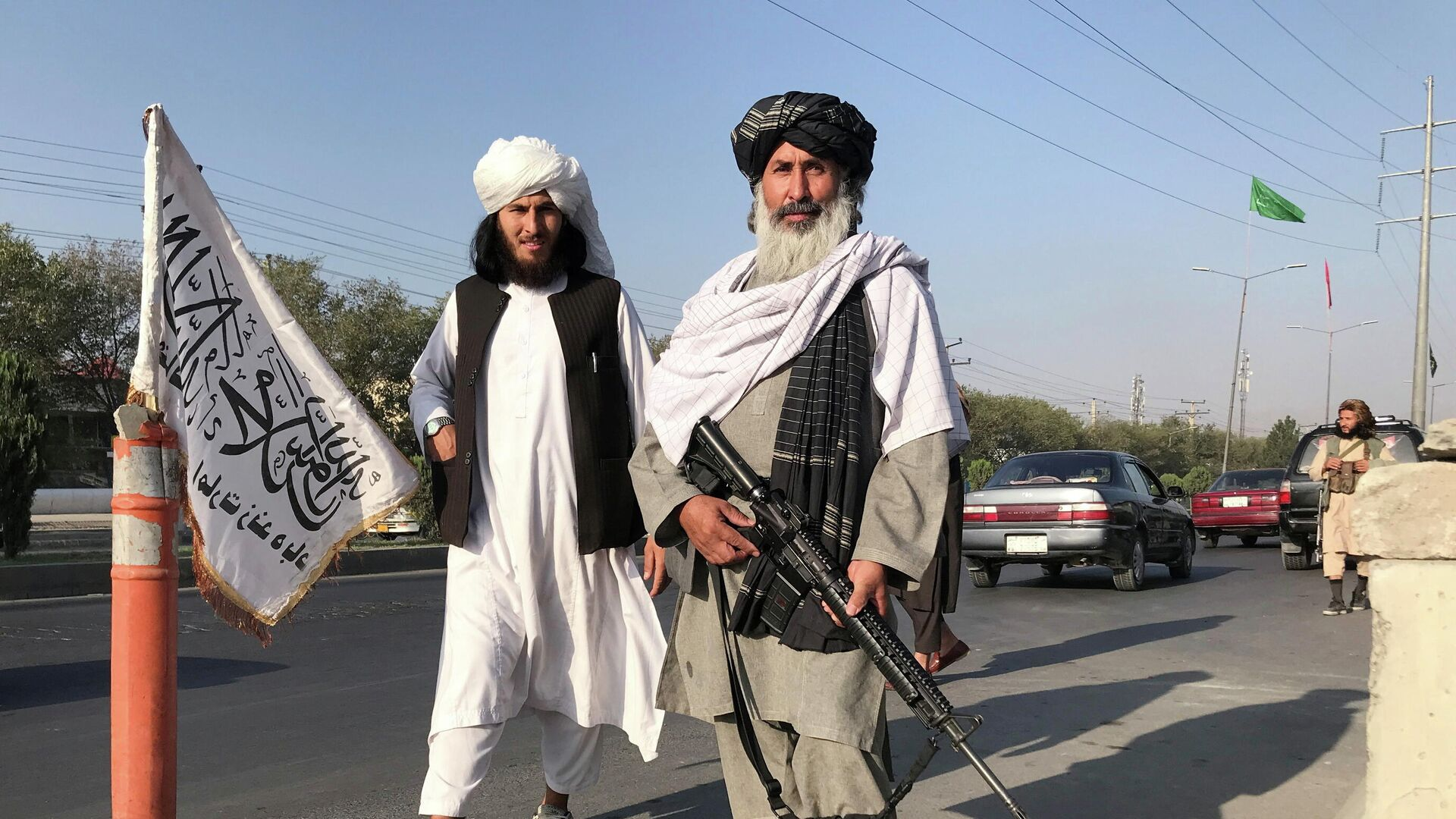 Боевики Талибана* у здания Министерства внутренних дел в Кабуле - РИА Новости, 1920, 17.08.2021