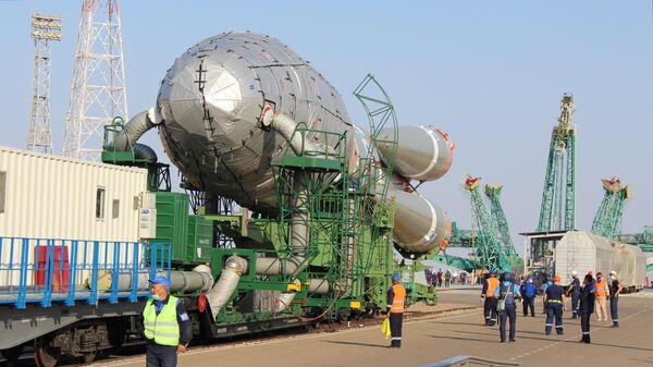Вывоз ракеты-носителя Союз-2.16 с разгонным блоком Фрегат на стартовый комплекс космодрома Байконур