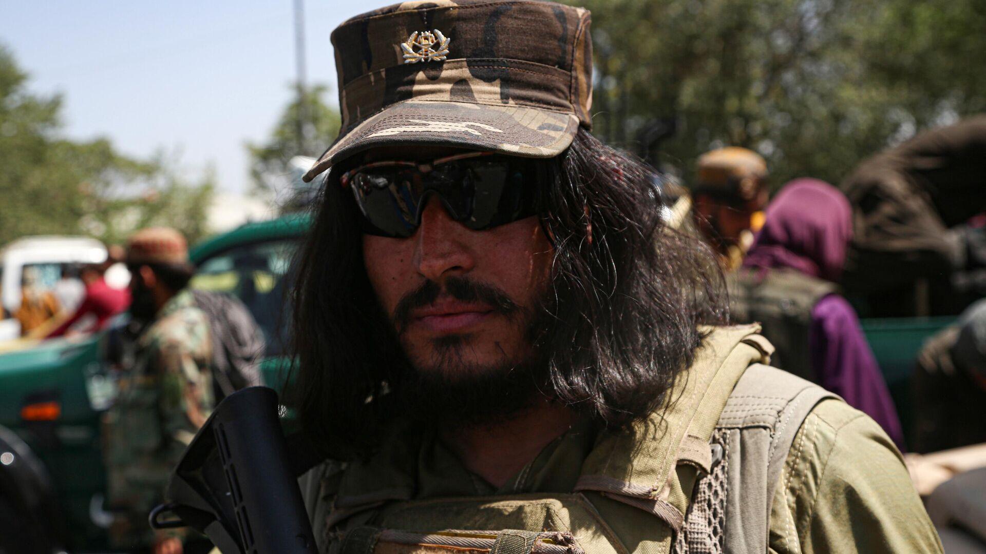 Боевик движения Талибан (террористическая организация, запрещена в России) в Кабуле - РИА Новости, 1920, 11.10.2021