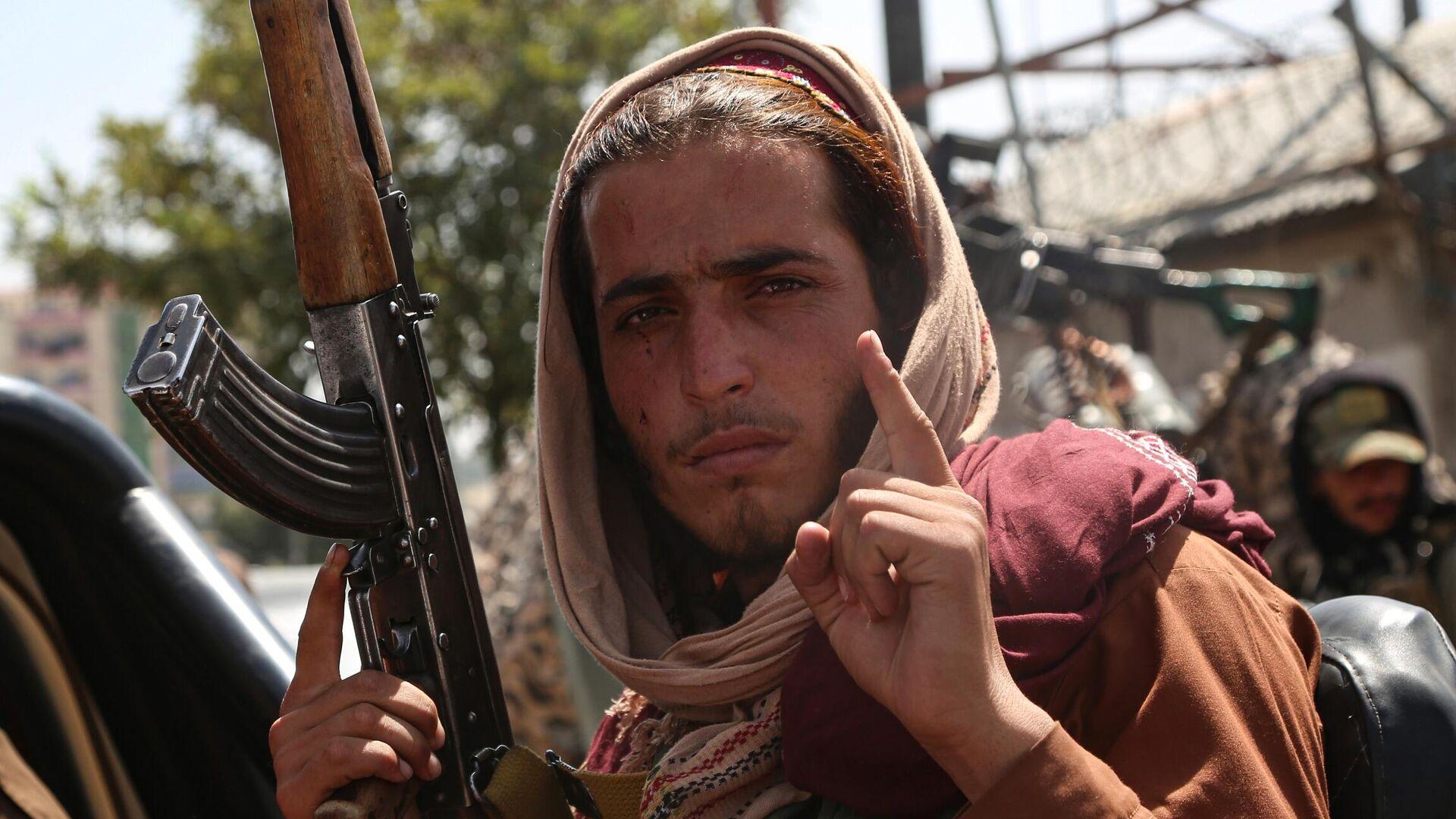 Боевик движения Талибан (террористическая организация, запрещена в России) в Кабуле - РИА Новости, 1920, 17.08.2021