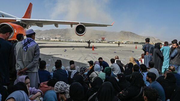 Пассажиры в аэропорту Кабула