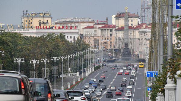Автомобильное движение по проспекту Независимости в Минске
