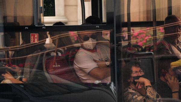 Пассажиры в автобусе в Минске