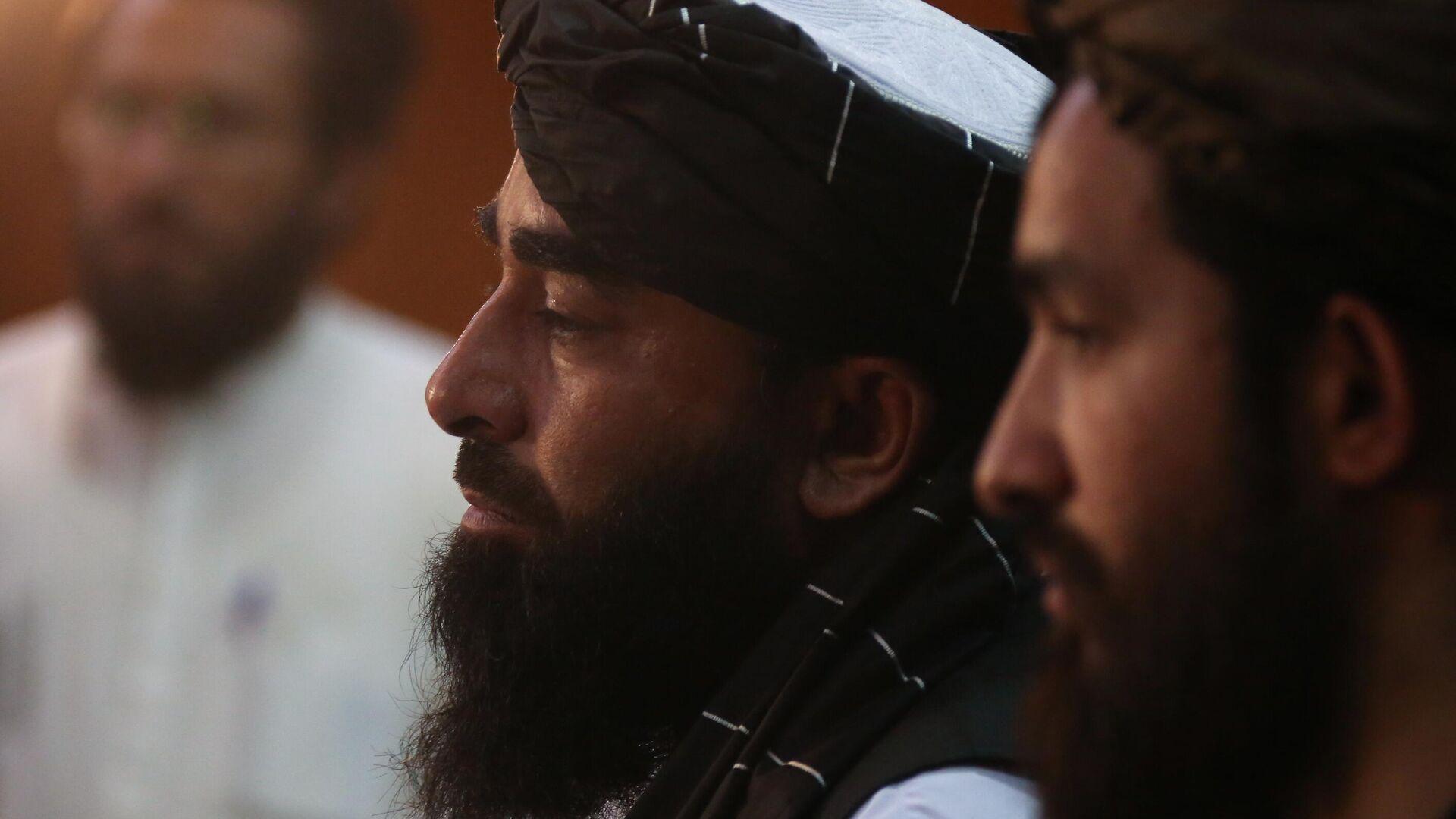 Представитель движения Талибан (террористическая организация, запрещена в РФ) Забиулла Муджахид во время пресс-конференции в Кабуле - РИА Новости, 1920, 24.09.2021