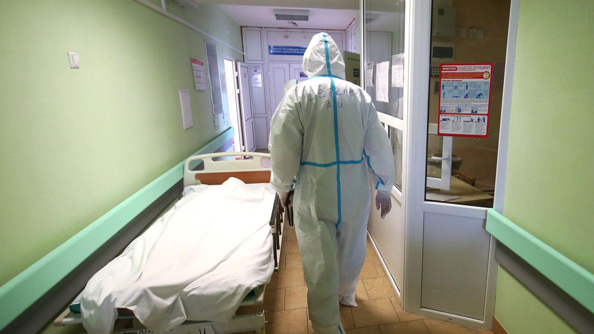Медицинский работник в клинической больнице скорой помощи №15 в Волгограде - РИА Новости, 1920, 12.10.2021
