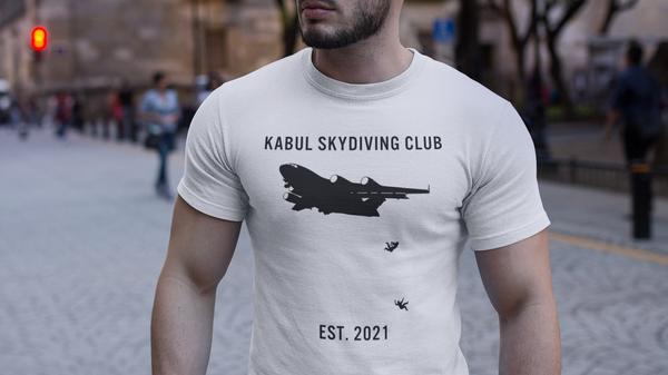 Футболка с изображением падающих из самолета людей и подписью: Кабульский клуб скайдайвинга
