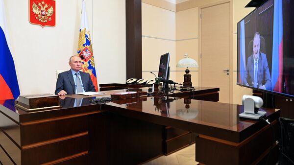 Президент РФ Владимир Путин проводит встречу в формате видеоконференции с временно исполняющим обязанности главы Республики Дагестан Сергеем Меликовым