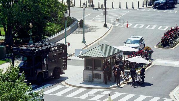 Полиция в районе зданий Капитолия США и библиотеки конгресса в Вашингтоне