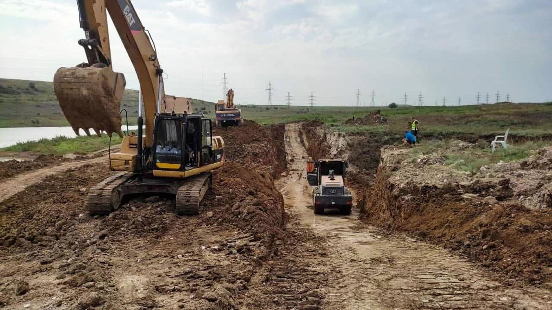 Строительство дамбы для предотвращения подтоплений на реке Булганак под Керчью - РИА Новости, 1920, 16.09.2021