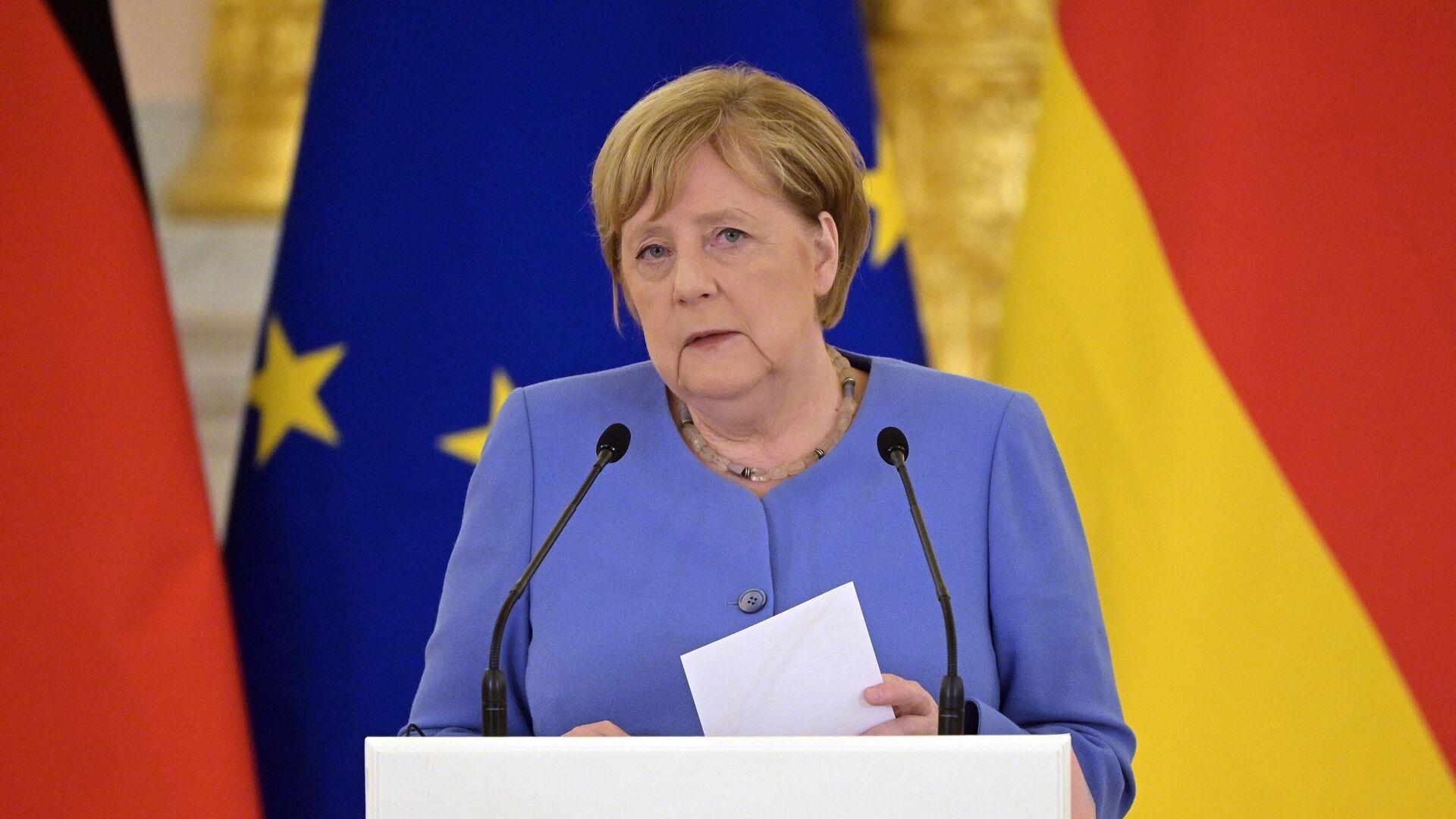 Федеральный канцлер Германии Ангела Меркель во время совместной с президентом РФ Владимиром Путиным пресс-конференции - РИА Новости, 1920, 06.10.2021