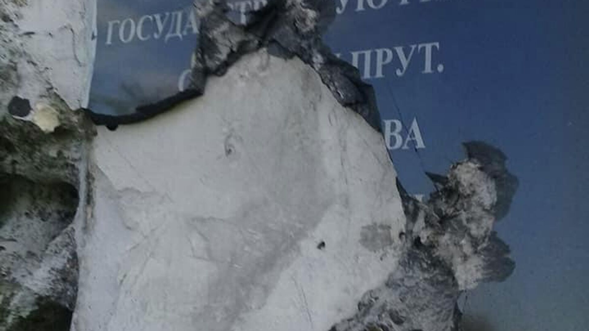 В Челябинске ищут вандалов, повредивших почти 40 памятников на кладбище