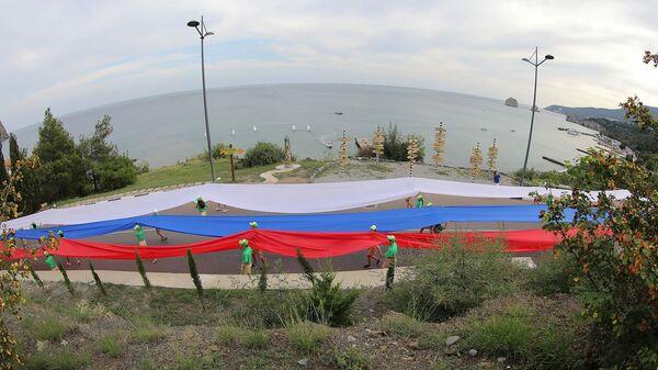 Акция ко Дню Государственного флага России в Артеке