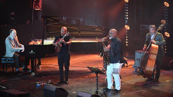 Выступление джазового коллектива International Jazz Ensemble Якова Окуня на Международном джазовом фестивале Koktebel Jazz Party - 2021 в Крыму