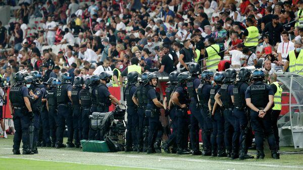 Сотрудники полиции во время матча Ницца — Марсель
