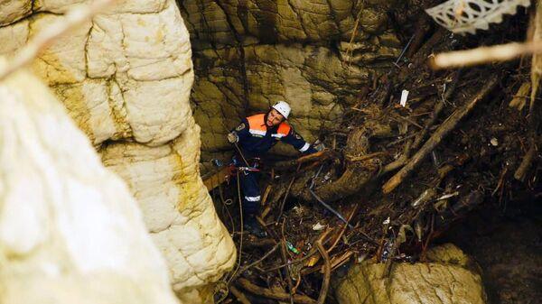 Последствия схода селевого потока в Карадахской теснине в Дагестане