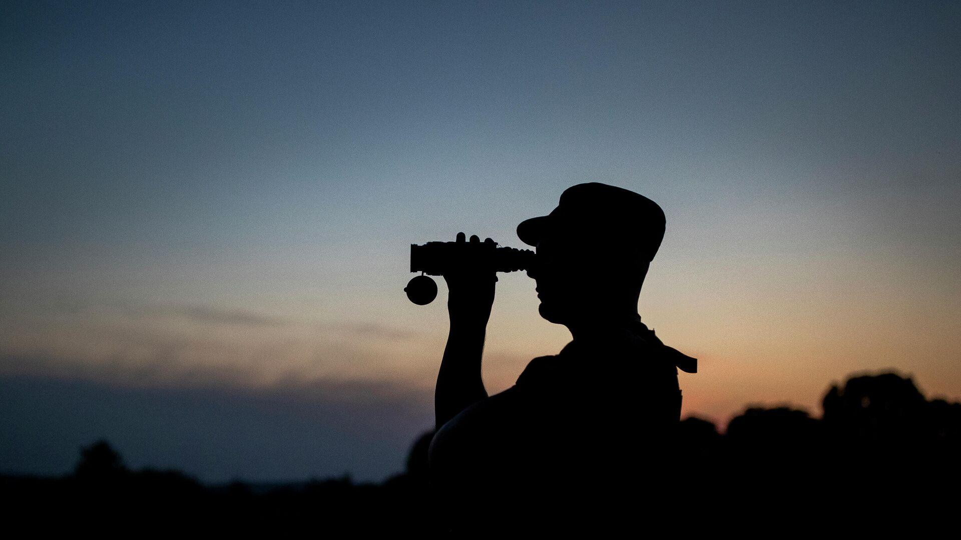 Литовский пограничник патрулирует границу с Белоруссией  - РИА Новости, 1920, 09.09.2021