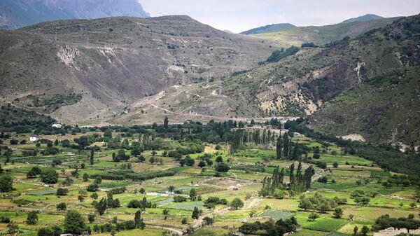 Вид на аул Верхняя Балкария в Черекском ущелье в Кабардино-Балкарии