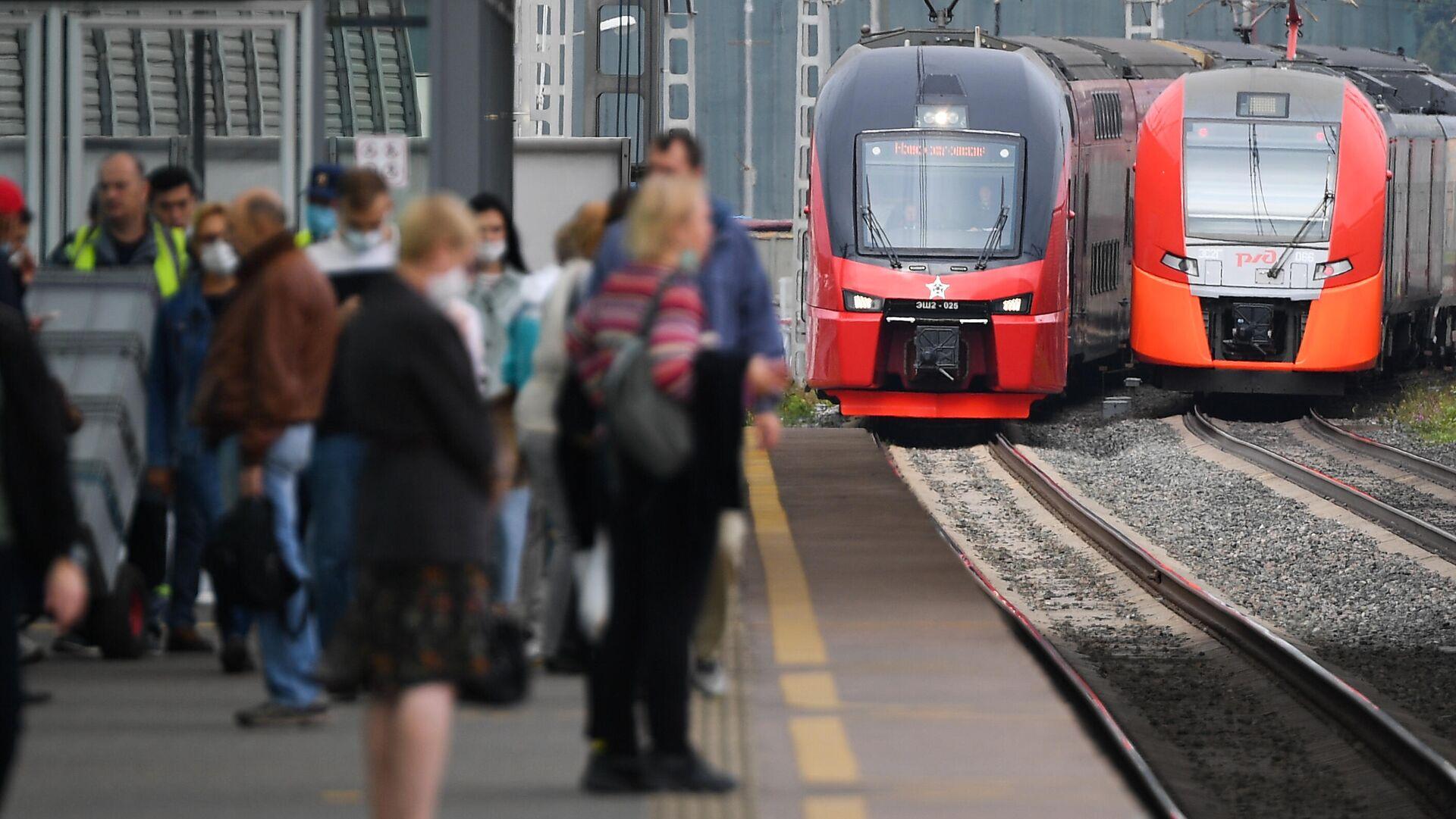 Двухэтажный поезд Штадлер запустили на МЦК в тестовом режиме - РИА Новости, 1920, 31.08.2021