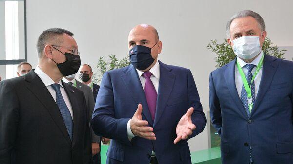 Председатель правительства РФ Михаил Мишустин во время осмотра стендов выставки Город и вода на Нижегородской ярмарке