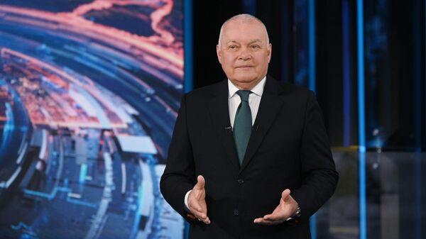 Генеральный директор МИА Россия сегодня, ведущий информационно-аналитической программы Вести недели Дмитрий Киселев во время подготовки программы к выходу в эфир