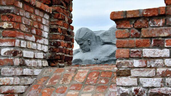 Памятник защитникам Брестской крепости на территории мемориального комплекса Брестская крепость – герой