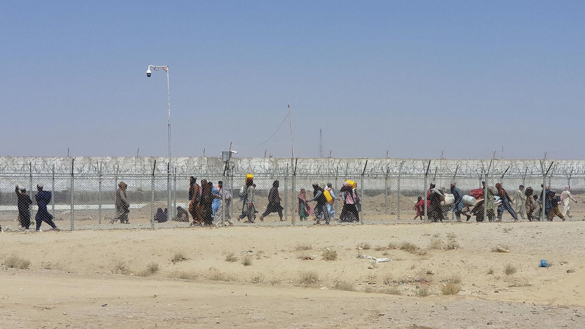 Люди на границе Пакистана и Афганистана в районе пограничного города Чаман - РИА Новости, 1920, 13.09.2021
